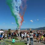 フィレンツェの上空にイタリア国旗