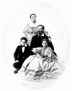 ▲イタリア初代国王ヴィットリオ・エマヌエーレ二世とローザ夫人、子供たち 左に写っているのが創業者のエマヌエーレ・アルベルト