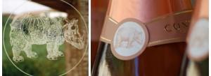 """▲ジョルジョさんの造るワインのシンボル Aデューラーの""""サイ"""" コントラットのボトルの裏にもいます。"""